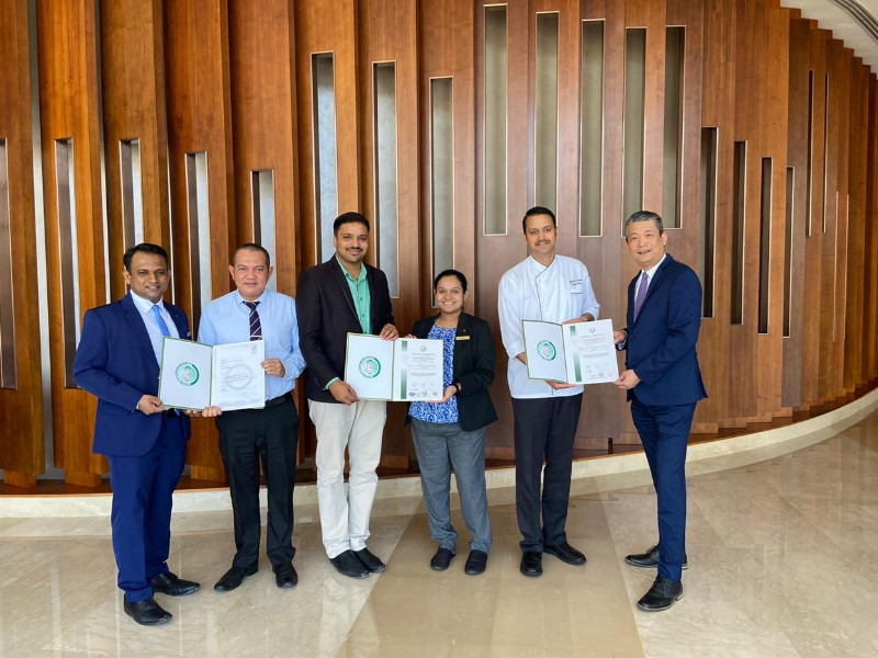 URS-ME presenting certificate to Swissotel for HACCP & ISO 22000
